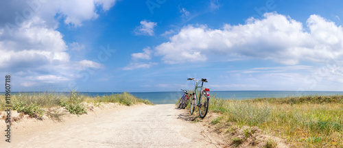 Tuinposter Fiets Bikes at the Beach
