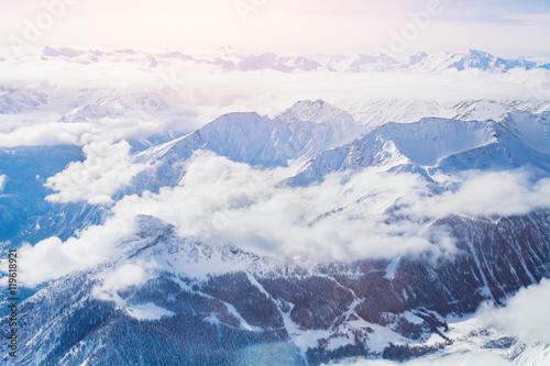 alpy-panoramiczny-widok-zimowych-gor-z-chmurami-powyzej-widziany-z-punta-helbronner