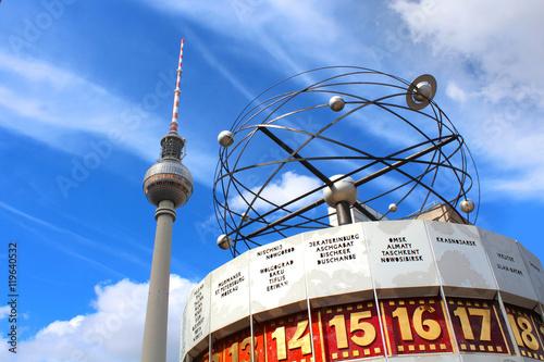 Berlin / Alexanderplatz (Fernsehturm und Urania-Weltzeituhr Wallpaper Mural
