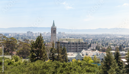 Fotografia, Obraz Berkeley University with clock tower and city view.