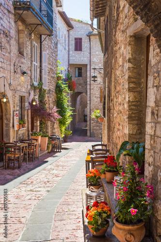 Canvas Prints Narrow alley Tipico ristorante italiano nel vicolo storico