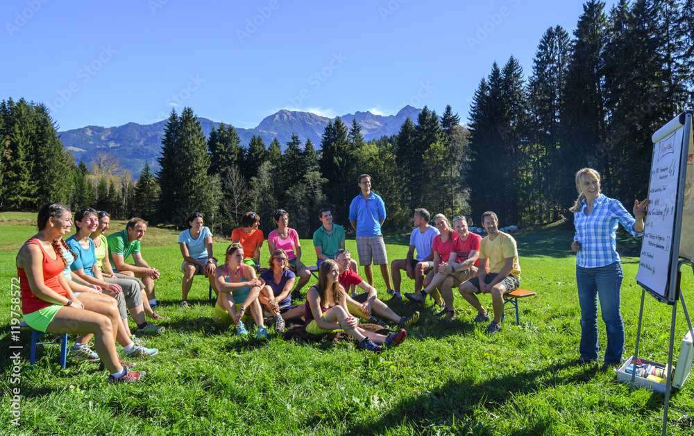 Fototapety, obrazy: Teamschulung in freier Natur
