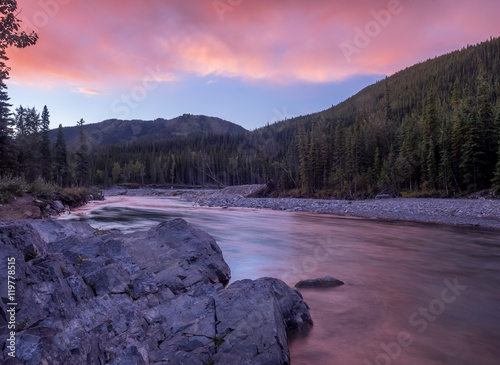 Foto op Aluminium Aubergine Sunrise view of elbow river and valley in kananaskis country, alberta, canada