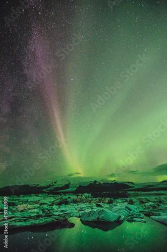 Photo  Northern lights over the ice lagoon, Iceland
