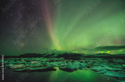 Foto auf Gartenposter Nordlicht Northern lights over the ice lagoon, Iceland