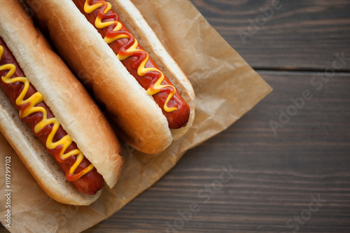 Barbecue Grilled Hot Dog with Yellow Mustard and ketchup on wooden table Fototapet