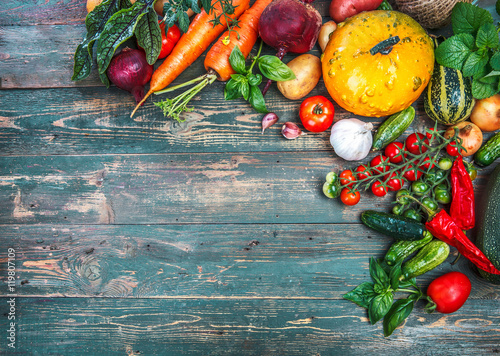 Keuken foto achterwand Eten Harvest fresh vegetables autumn still-life on old