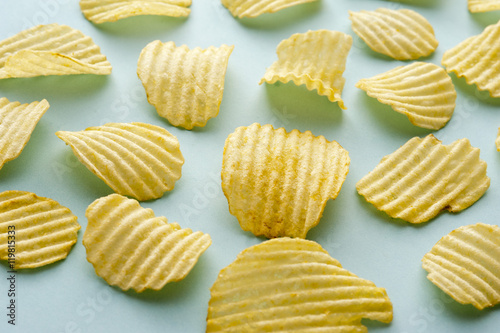Fényképezés  Scattered arrangement of potato crisps