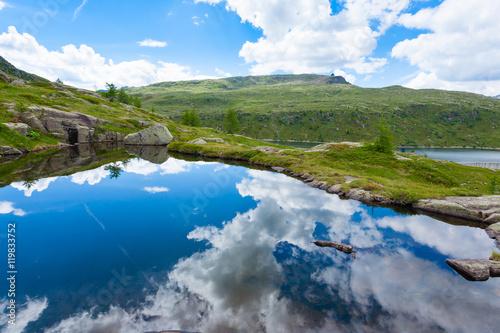 Foto auf Gartenposter Reflexion Italian mountain panorama, clouds reflected on alpine lake