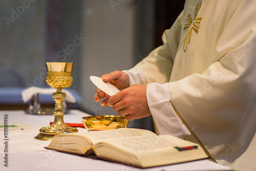 Fotografie, Obraz Priest during a wedding ceremony/nuptial mass