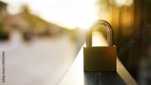 Photographie padlock during at sunset.safety or security concept