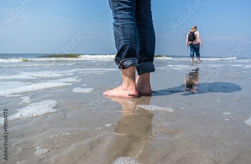 Spoed Foto op Canvas Noordzee Nordsee Barfuß in den Wellen