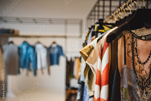 Fotografía  Clothes on hangers in a retail shop