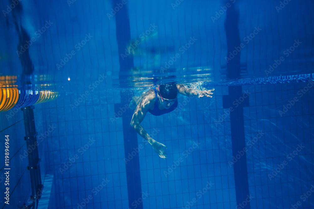 Photo  Swimmer woman underwater