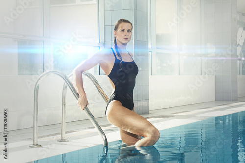 Photo  Attractive woman swimmer