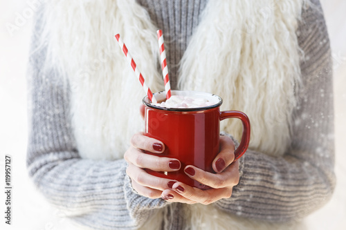 Spoed Foto op Canvas Chocolade Hands holding hot chocolate