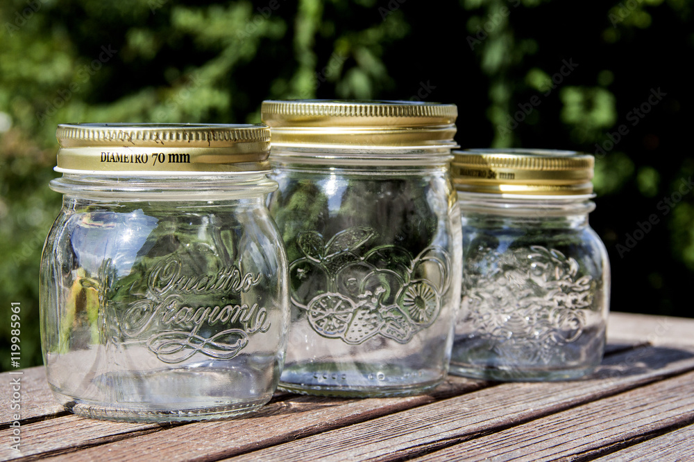 Leere Marmeladenglaser Auf Tisch Empty Jam Jars On A Table Foto