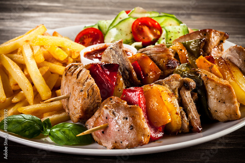 In de dag Grill / Barbecue Kebab - grilled meat and vegetables