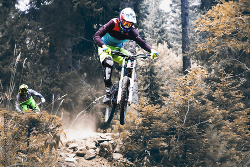 Carta da parati Biking as extreme and fun sport, downhill jump racing