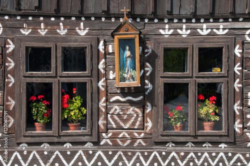 Fotografering  Okna i ornamenty zdobiące dom w Čičmanach.