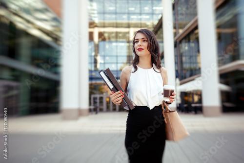Obraz na plátně Businesswoman in a hurry