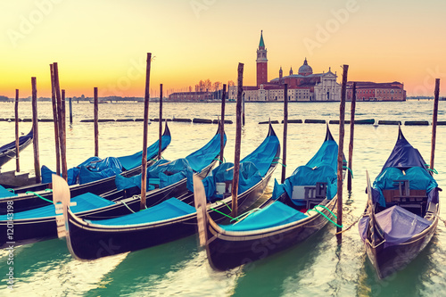 Spoed Fotobehang Gondolas Gondolas in Venice at sunrise