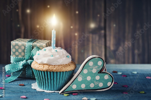Obraz Cupcake with birthday candle and gift box - fototapety do salonu