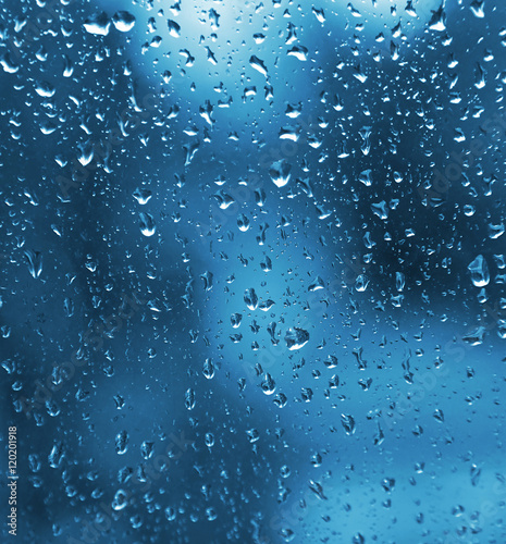 Naklejka na szybę Natural water drops on glass