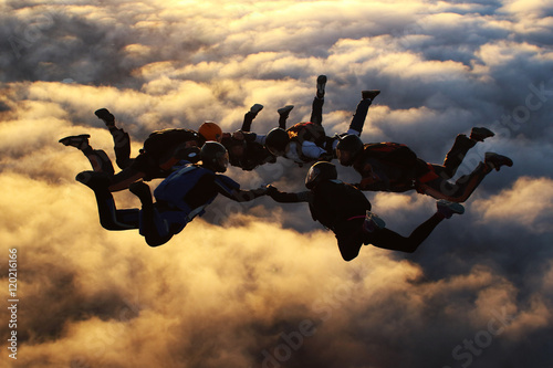Fotobehang Luchtsport Sunset skydiving