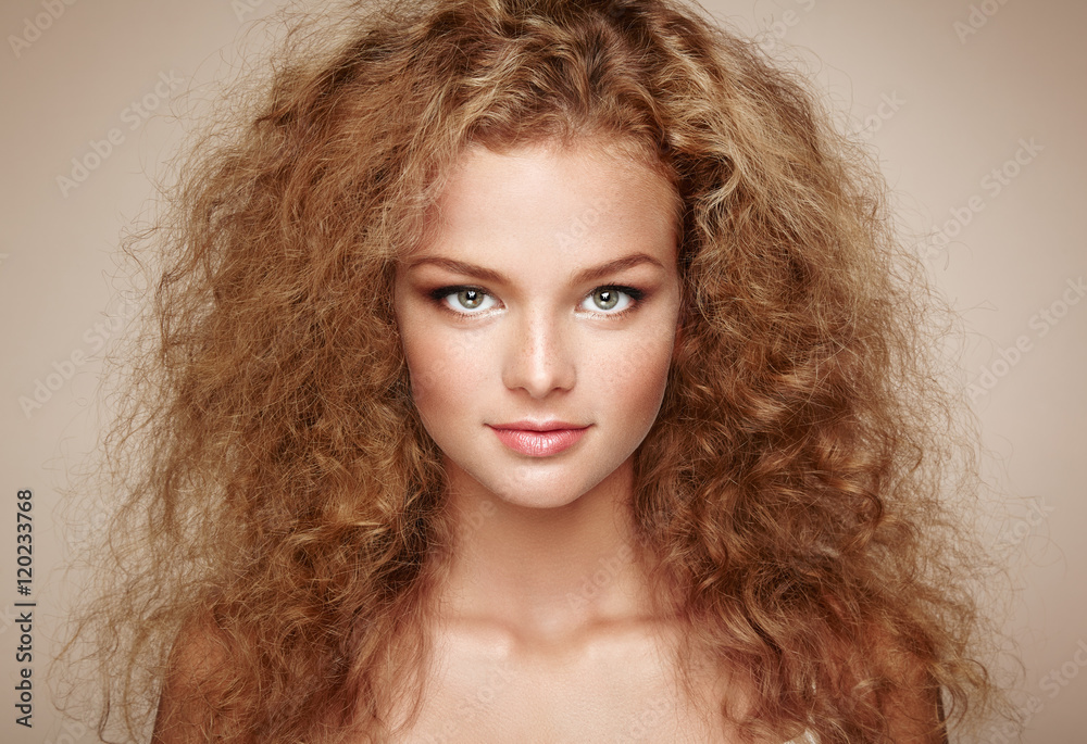 Fototapety, obrazy: Fashion portrait of young beautiful woman with jewelry and elegant hairstyle. Redhead girl with long curly hair. Perfect make-up