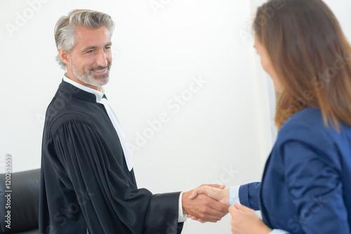 judge shaking hands Slika na platnu