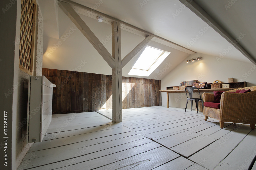 Fototapety, obrazy: grenier aménagé en bureau avec fenêtre de toit