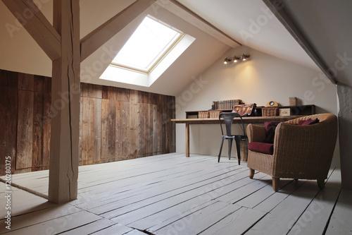 grenier aménagé en bureau avec fenêtre de toit - Buy this ...
