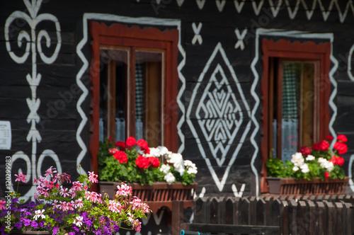 Fotografering  Ornamenty wokół okien domu w Čičmanach.