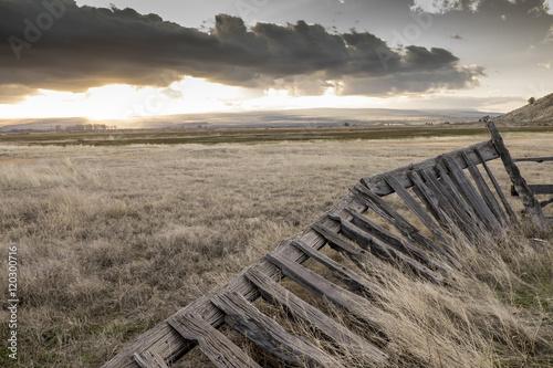 Fotografie, Obraz  Rotting Fence, Town of Frenchglen, Oregon