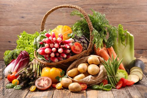 asortyment-surowych-owocow-i-warzyw