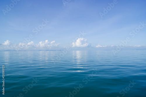 Staande foto Zee / Oceaan Beautiful perfect sky and blue sea