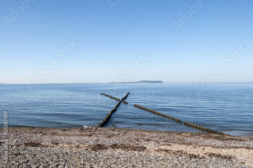 Foto  gekreuzte Buhnen, Halbinsel Bug, Blick Hiddensee, Rügen,