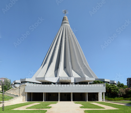 Madonna delle Lacrime Sanctuary in Siracusa, Sicily Fototapete
