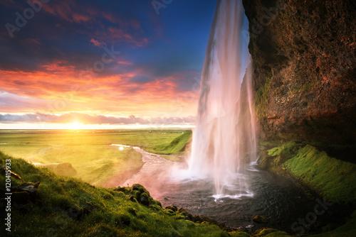 Küchenrückwand aus Glas mit Foto Wasserfalle Seljalandsfoss waterfall at sunset, Iceland