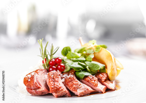 Papiers peints Plat cuisine Roasted goose breast