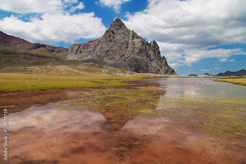 Foto auf Gartenposter Reflexion Lake and Peak of Anayet