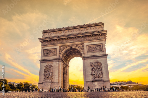 Beautiful sunset over Arc de Triomphe, Paris Wallpaper Mural