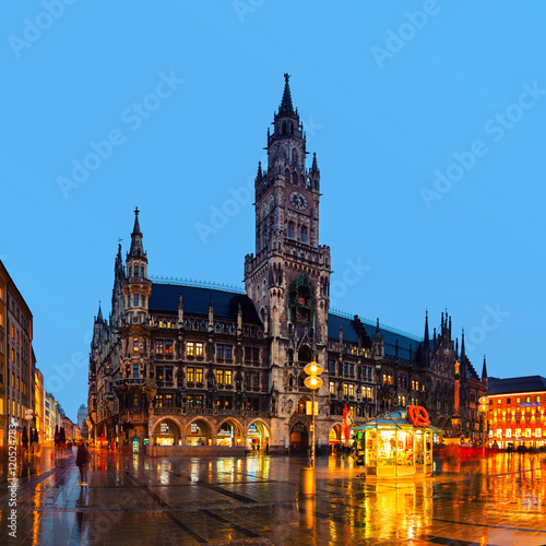 Spoed Fotobehang Europa Marienplatz at night in Munich, Germany