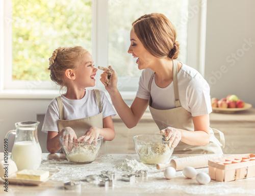 Fotografie, Obraz  Mother and daughter baking