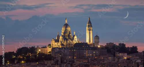 Photo  Basilique of Sacre coeur at night, Paris, France