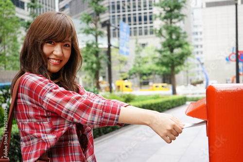 Fotografia  Young Japanese woman posting letters