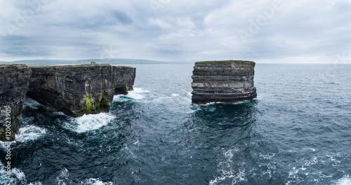 Fotografia  Dun Briste, Downpatrick Head, Ballycastle, Mayo, Connacht, Ireland Wild Atlanti