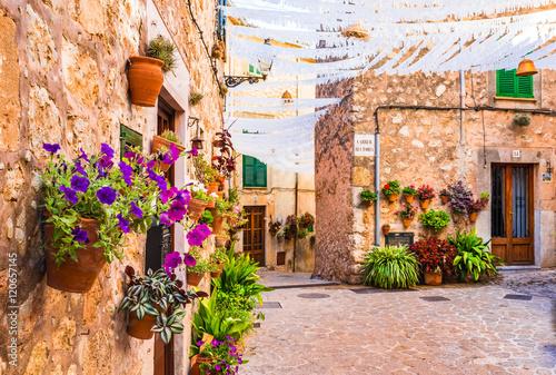 srodziemnomorska-stara-wioska-valldemossa-majorca-hiszpania