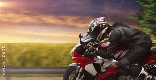 Plakat widok z boku sport motocykl na wsi